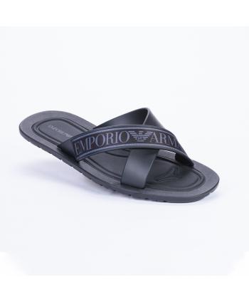 Ciabatta Emporio Armani Made in Italy in pvc colore nero con dettagli del logo in grigio.