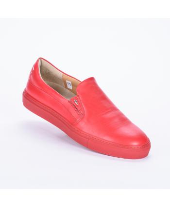Mocassino Cesare Paciotti 4US Made in Italy, modello SlipOn, per non passare inosservata. In pelle colore rosso.