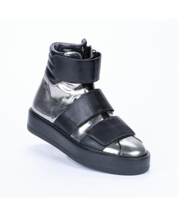 Sneakers Cesare Paciotti 4US Made in Italy in pelle colore fucile, con strappi e para di 4 cm.