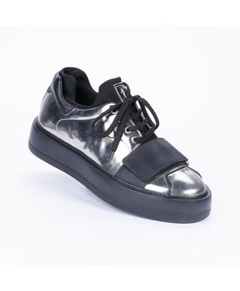 Sneakers stringata Cesare Paciotti 4US Made in Italy in pelle colore fucile, con uno strappo e para di 4 cm.