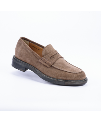 Mocassino Santoni College Made in Italy in camoscio colore taupe.