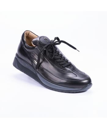 Sneakers stringata Cesare Paciotti 4US Made in Italy in pelle colore nero