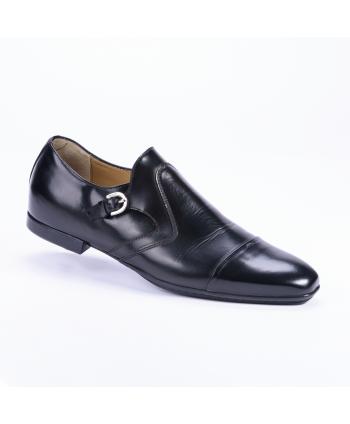 Calzatura Cesare Paciotti Made in Italy in pelle colore nero.