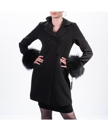 Cappotto Roberta Biagi A/I donna di colore nero con maniche in pelliccia
