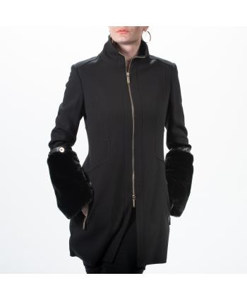 Cappottino Roberta Biagi A/I donna in tessuto nero con ecopelliccia